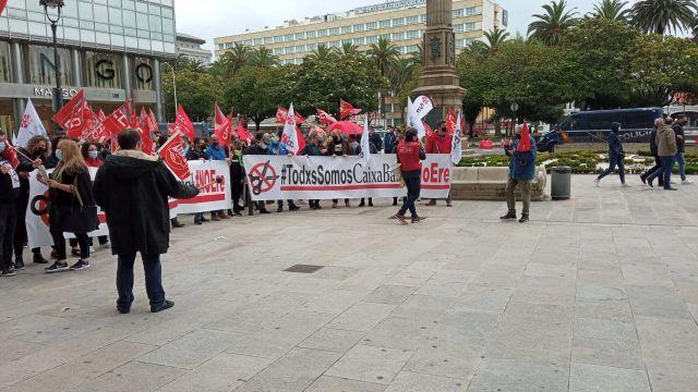 Protesta de trabajadores de Caixabank contra el ERE.