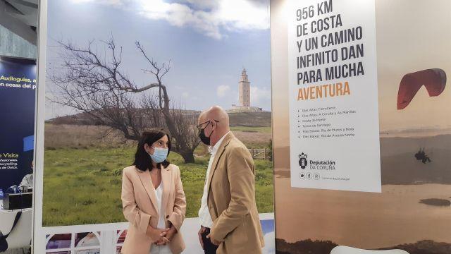 La alcaldesa de A Coruña, Inés Rey, y el diputado provincial de Turismo, Xosé Regueira.