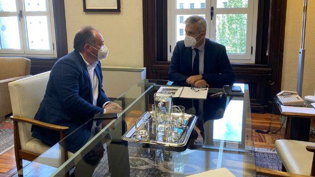 El alcalde de Culleredo, José Ramón Rioboo, y el secretario de Estado de Agenda Urbana, David Lucas Parrón.