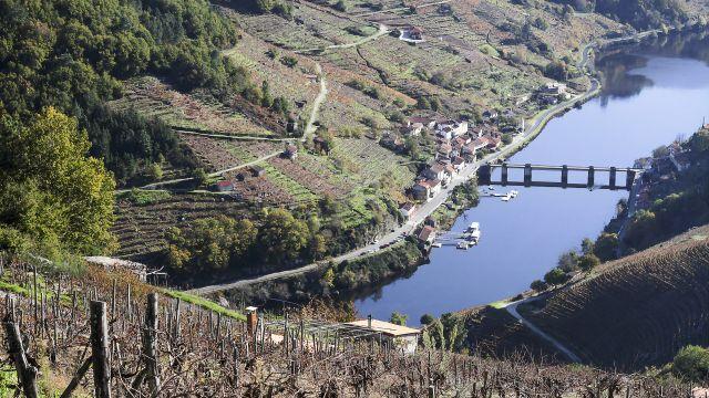 Embalse y aldea de Belesar (Foto: turismo.gal)