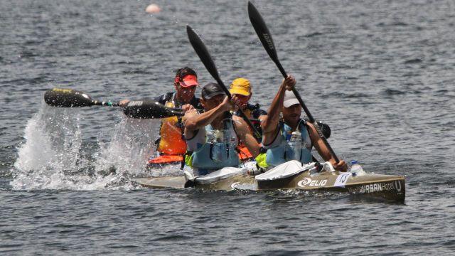 Varios participantes de la carrera en la llegada a Castrelo de Miño