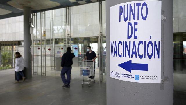 Indicaciones para el punto de vacunación en el Hospital Marítimo de Oza, en A Coruña.
