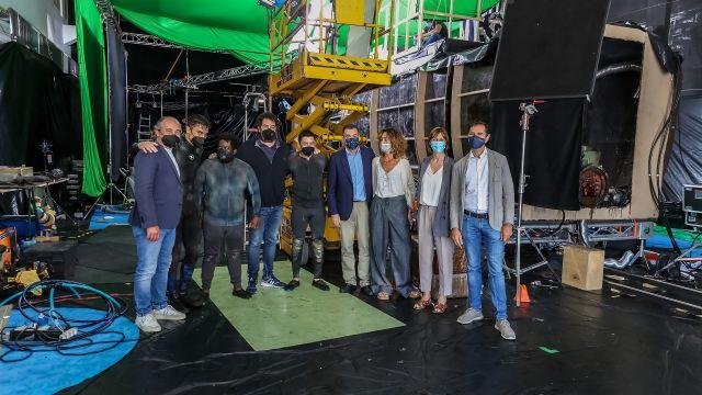 Parte del equipo de 'Operación Marea Negra' junto con el conselleiro de Cultura