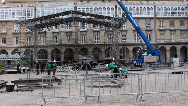 Montaje del escenario del Festival Noroeste en María Pita.