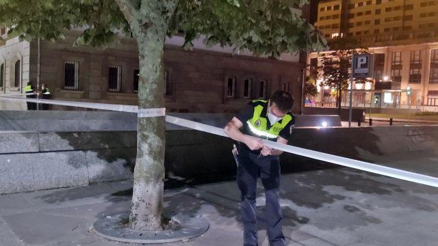 La Policía Portuaria acordona la Plaza de la Estrella en Vigo.