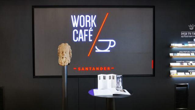 Escultura que permanecerá en exposición en el Work Café de Vigo.