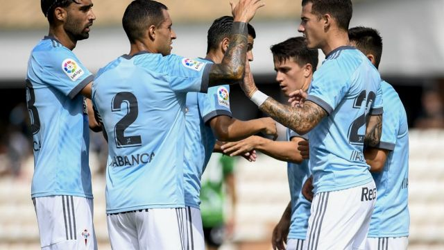 Los jugadores del Celta celebran un gol ante el Sanluqueño