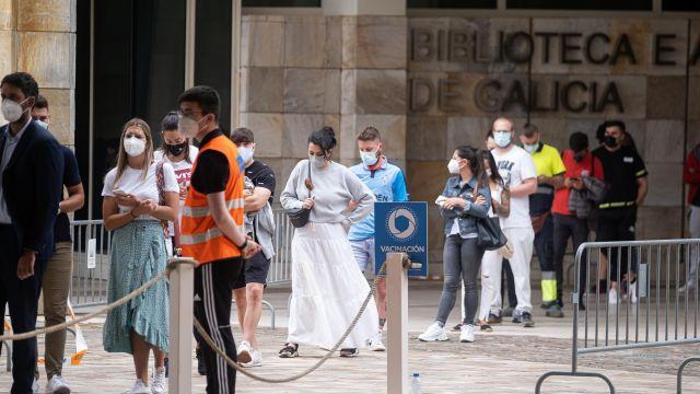 Vacunación de menores de 30 años en la Cidade da Cultura.
