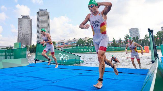 Gómez Noya durante la prueba de triatlón en Tokio 2020
