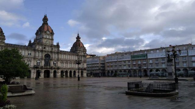 A Coruña entre nubes y claros.
