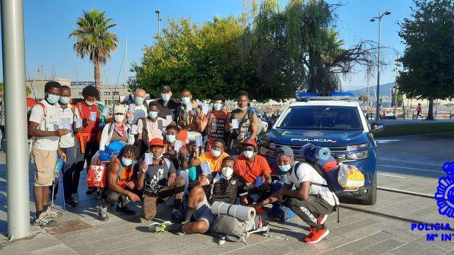 El grupo de peregrinos que recibieron los primeros credenciales.