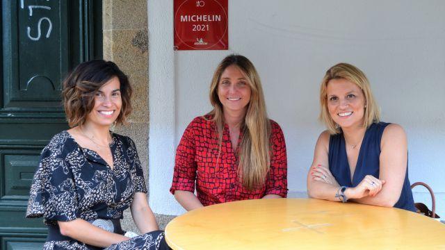 Las impulsoras de Mayben junto a su embajadora en Galicia, Lucía Freitas.