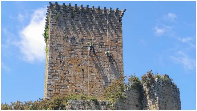 Tareas de mantenimiento en la fortaleza.
