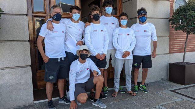 La jovencísima tripulación del 'Bosch Service Solutions'.