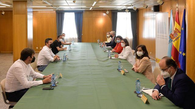 Reunión con el comité de empresa de Alu Iberica, en la Delegación del Gobierno.