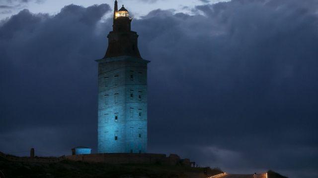 La Torre de Hércules se iluminará de azul por el Xacobeo