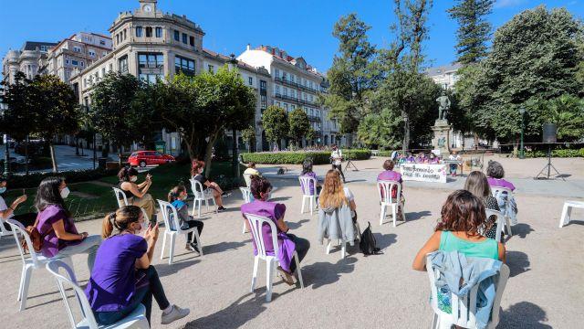 """Lectura del manifiesto de una jornada contra la actual """"ola de feminicidios"""" en Vigo"""