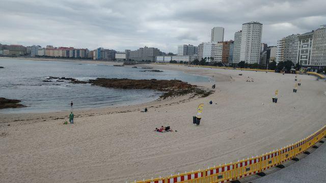 La playa de Riazor, vacía el día 1 de agosto