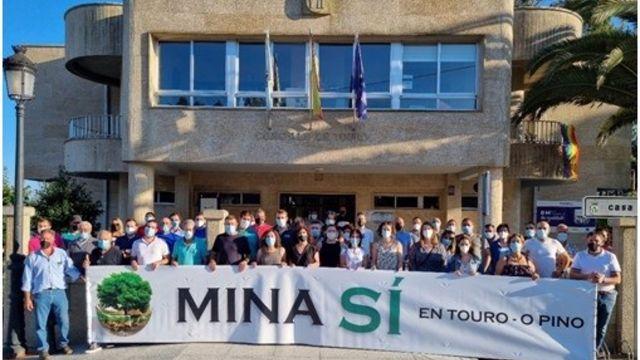Vecinos de Touro y O Pino piden la reapertura de la mina tras la negativa de la Xunta por cuestiones ambientales.