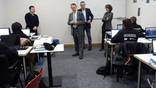 Imagen de archivo de una visita del alcalde Abel Caballero a un taller de empleo