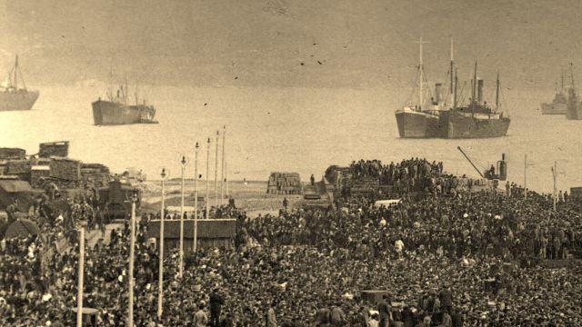 Emigrantes en el puerto