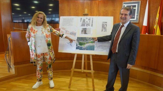 Carmela Silva y Abel Caballero ante el proyecto de recuperación de las dunas de Samil