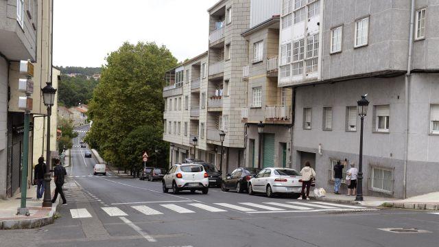 Edificio desde donde se cayó la menor en O Carballiño.