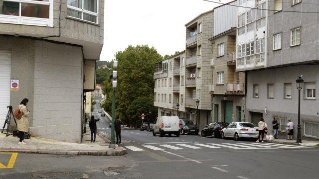 Edificio desde donde cayó una adolescente, en O Carballiño, Ourense