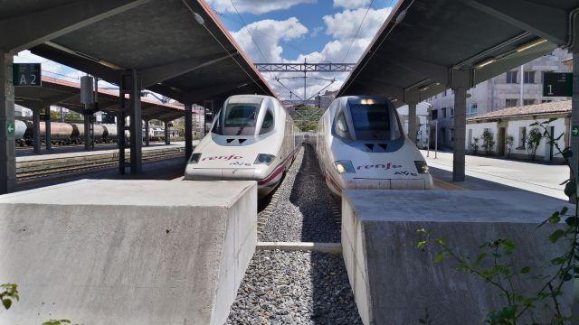 Dos trenes AVE como los que llegarán a Galicia a finales de este año