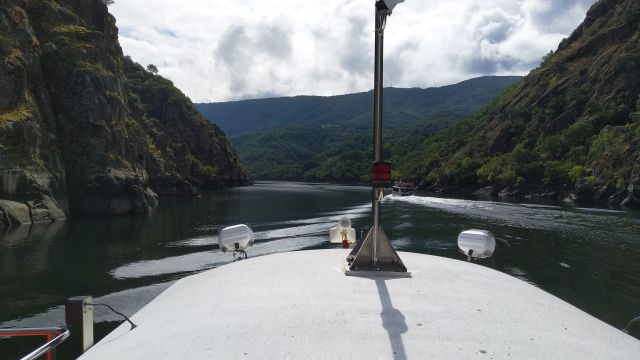 Catamarán en la Ribeira Sacra.