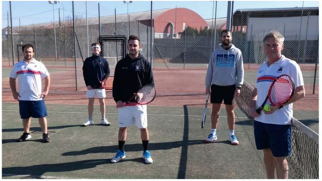 Ricardo junto al equipo masculino de categoría absoluta.