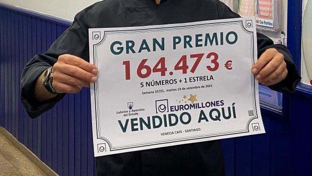 El boleto conmemorativo del premio de Euromillones.