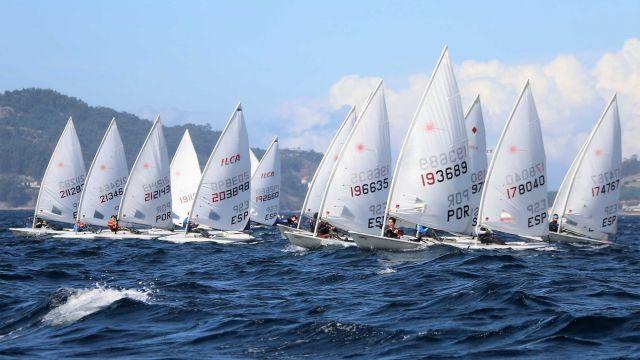 Imagen de la regata en la ría de Vigo