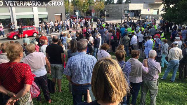 Concentración en Vioño para demandar más seguridad en el barrio de Os Mallos.