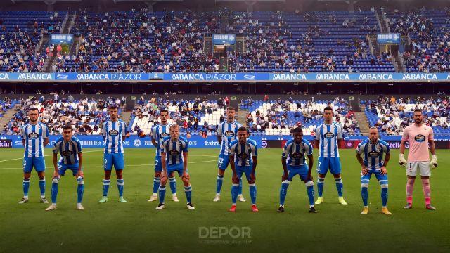 Los jugadores antes del inicio del partido contra el Badajoz.