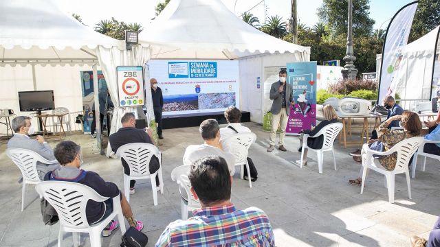 El concejal de Urbanismo, Juan Díaz Villoslada, presenta una actualización del mapa luminoso de la ciudad.