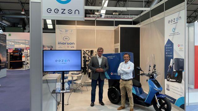 Pedro Martínez, CEO de VMS Automotive, y Santiago Novoa García, director de Negocios de la Actividad Empresarial de SEPIDES