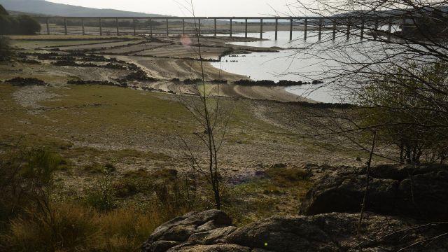 Vista general sobre el estado del embalse de Salas en la cuenca Miño-Sil.