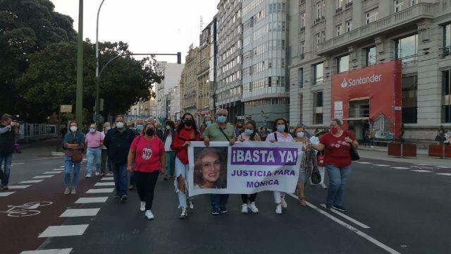 La protesta en repulsa del asesinato de una mujer en O Birloque (A Coruña).