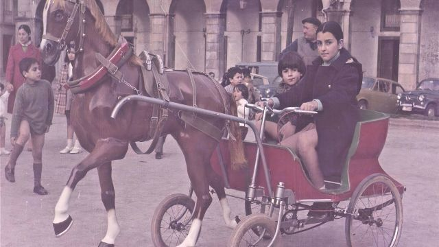 Imagen antigua de los caballitos de A Coruña