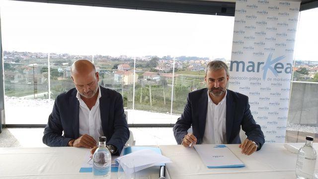 Los presidentes de Markea, Xose Luis Reza, y de APPM, Carlos Sá, firman el acuerdo.