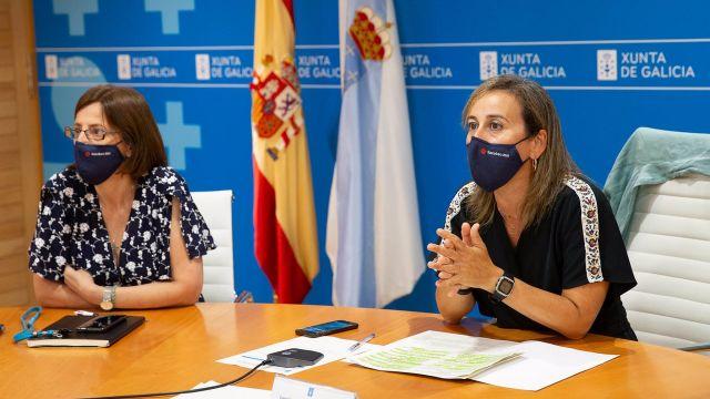 La conselleira de Infraestruturas, Ethel Vázquez, y la directora de Augas de Galicia, Teresa Gutiérrez.
