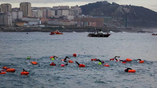 Nadadores en la salida de una de las pruebas.