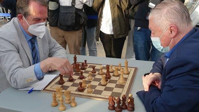 Imagen de la partida Karpov-Caballero.