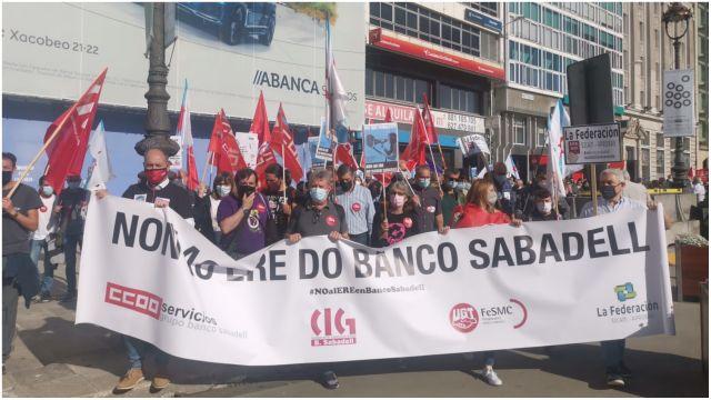 Manifestación de afectados del Sabadell en A Coruña.