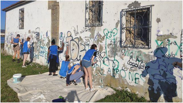 Limpieza de grafitis en Caranza.